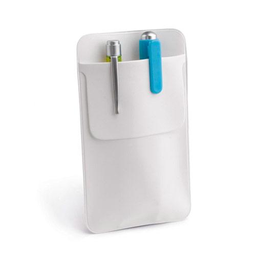 Funda blanca de bolsillo para bolígrafos.