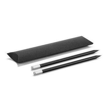 Set de lápices negros con funda negra.