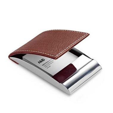Porta-tarjetas o tarjetero metal y polipiel.