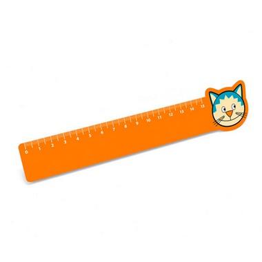 Regla de 15 cm.