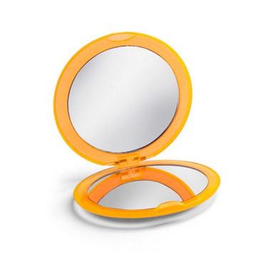 Espejo de maquillaje plástico..
